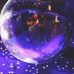 Miley Cyrus, Rockin' Around The Christmas Tree Stems